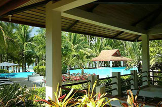 Alona Palm Beach Resort, Anilao Outrigger Resort - Philippines Dive Resorts - Dive Discovery Philippines