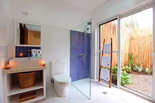 Bathroom - Garden Apartments - Atmosphere Resorts & Spa - Philippines Dive Resorts