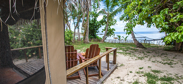 Beach view from a bungalow - Barefoot Manta Island - Fiji Dive Resorts