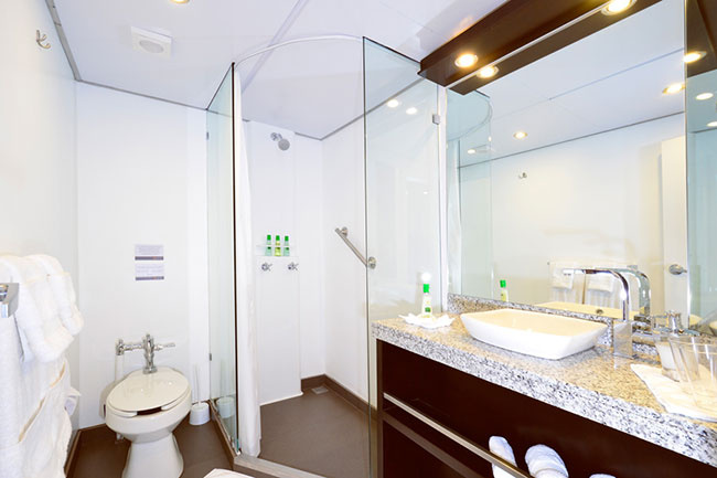 Bathroom - Celebrity Xploration - Galapagos Liveaboards - Dive Discovery Galapagos