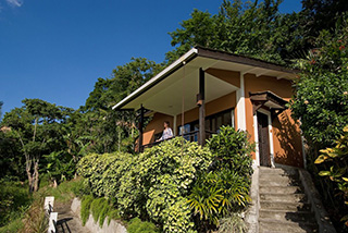 Lembeh Resort - Deluxe Cottage - Modern Cliffside style