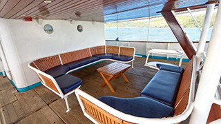 Outdoors lounge - M/Y Resolute - Philippines Liveaboard