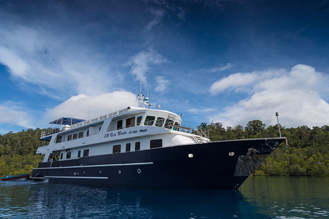 Raja Manta Explorer - Indonesia Liveaboard