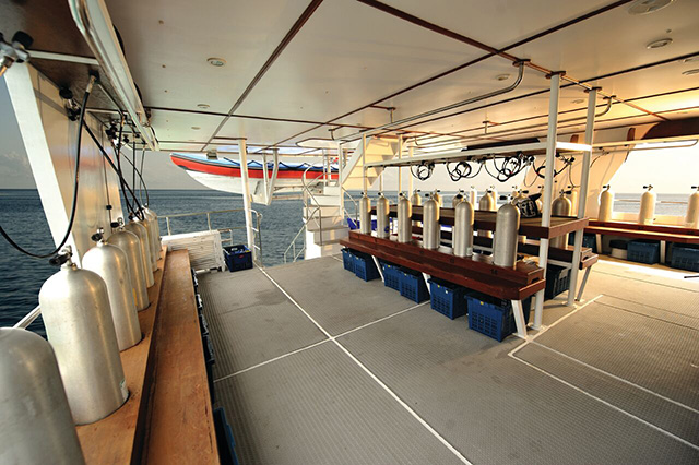 Dive deck - Raja Manta Explorer - Indonesia Liveaboard