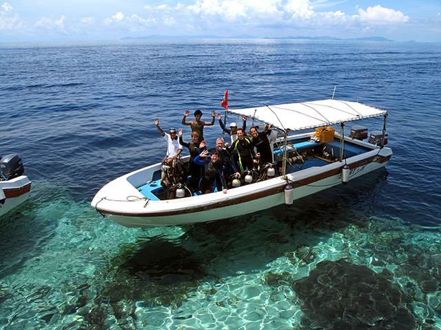 Divers in the dive boat - Mabul Water Bungalow - Malaysia Dive Resort
